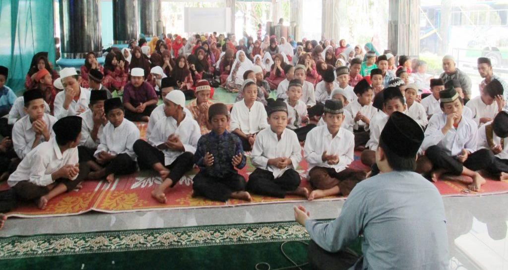 YPHAS Santuni 200 Orang Anak Yatim (Oktober)